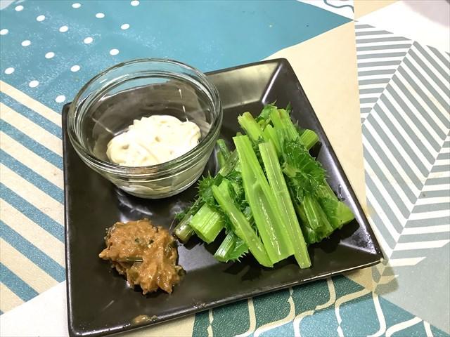 貝味噌とノゲシのスティックサラダ